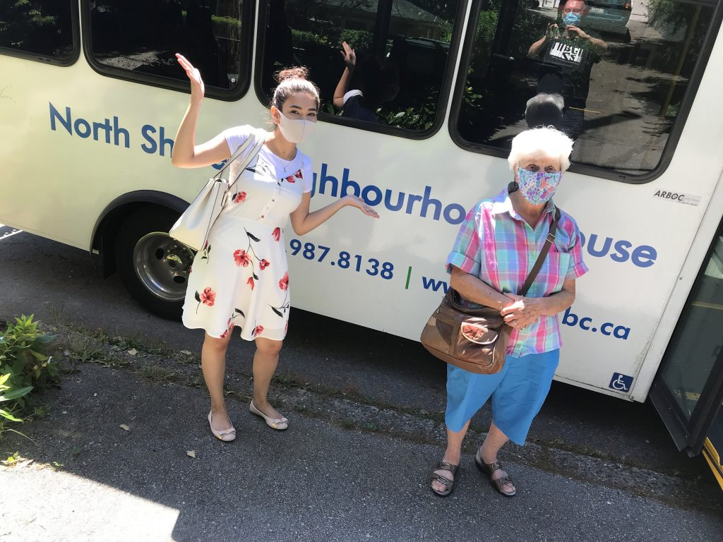 Sarina and Wilhelmina – NSNH bus